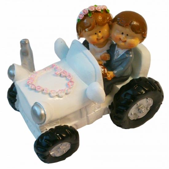 Bruid en bruidegom in tractor beeldje