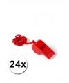 24 rode fluitjes aan koord