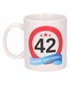 Verjaardag 42 jaar verkeersbord mok beker