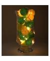 Sfeerverlichting gele en groene balletjes in vaas