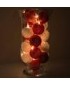 Sfeerverlichting rode en witte balletjes in vaas